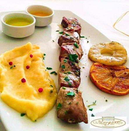 Piso Livadi, Griekenland: Fresh tuna souvlaki with mashed potatoes!!