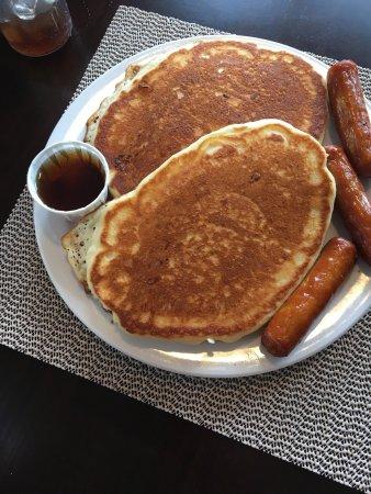 Boularderie, Canadá: Buttermilk Pancakes with sausage.