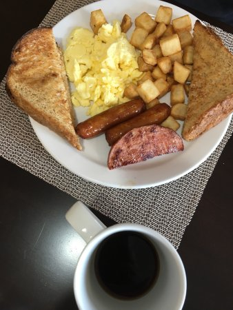 Boularderie, Canada: Eggs and sausage.