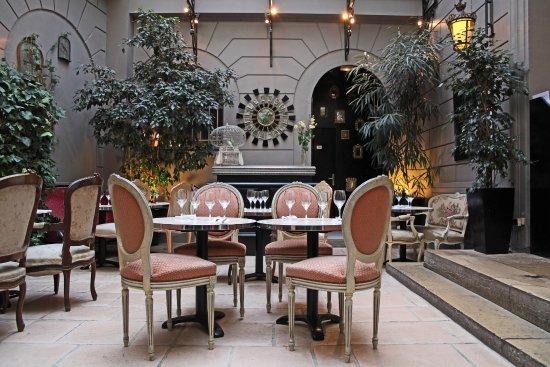 Le dome du marais paris saint gervais updated 2019 restaurant reviews photos - Le jardin d hiver ...