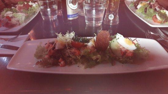 Heiloo, Holandia: Rivierkreeftjes salade met viskroketje
