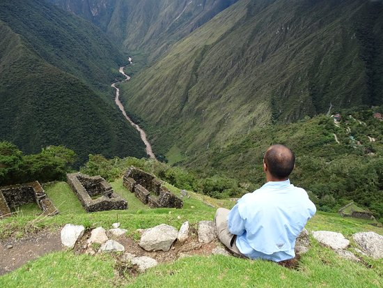 The Ruins of Intipata: Staring down the valley and the Urubamba river