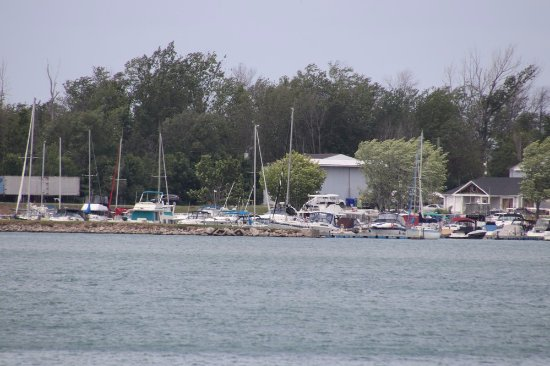 St. Catharines, Canada: A marina on the other side of the lake