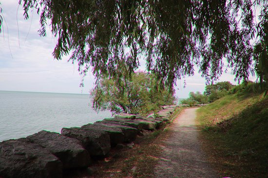 St. Catharines, Canada: The path next to the lake