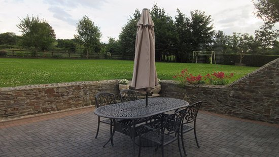 Castlecomer, Irland: patio for breakfast (weather permitting)