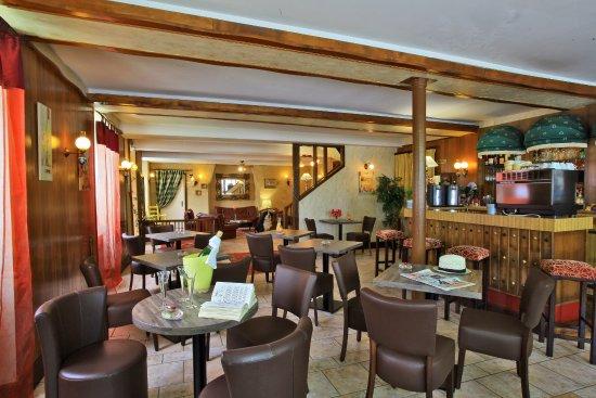 bar de l hotel restaurant les Voyageurs la Coquille en Dordogne