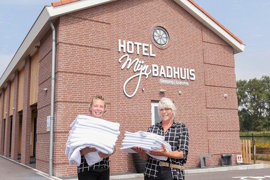Hoek van Holland, Países Bajos: Onze meiden in de housekeeping zijn geweldig! Zij zorgen er voor dat kamers altijd schoon zijn!