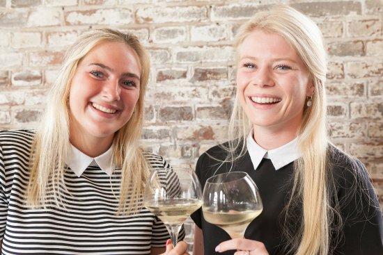 Hoek van Holland, Países Bajos: Altijd welkom voor een wijntje en een lach!