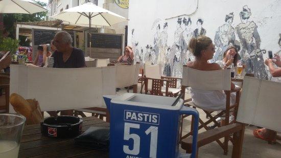 Le Bar des Poetes : Petit Casanis en terrasse