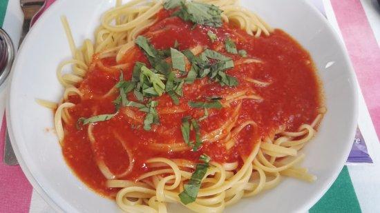 Neuilly-sur-Seine, Fransa: linguine tomate basilic