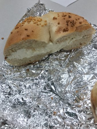 Montgomery, NY: Garlic bagel with cream cheese