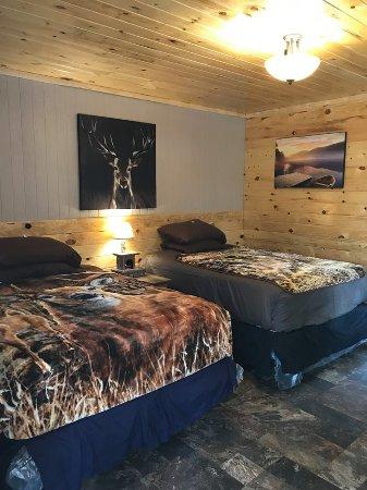 Irons, MI: Luxury Cabin Rooms