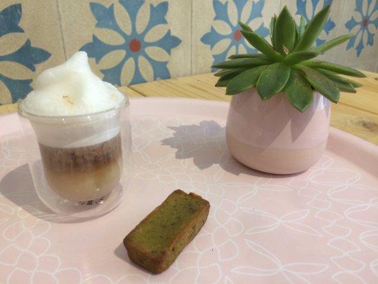 Mirepoix, فرنسا: Pause gourmande Mini Latte et financier thé vert Matcha