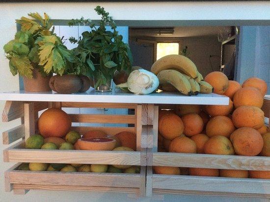 Mirepoix, فرنسا: Fruits et légumes pour nos jus