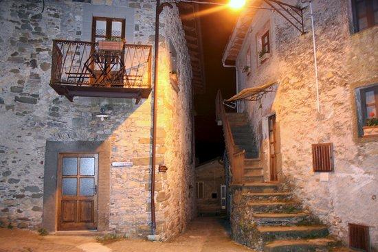 Case In Pietra Di Montagna : Case in pietra e intonaco con rivestimenti in pietra interni ed