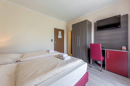 Hotel klein prices reviews frankfurt germany for Kleine design hotels deutschland