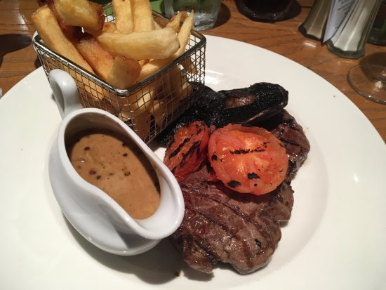 Auberge Brasserie: Steak with peppercorn sauce & chips
