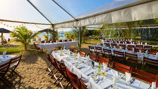 Oualie Beach Restaurant: Lovely setting for a wedding right on the sandy beach