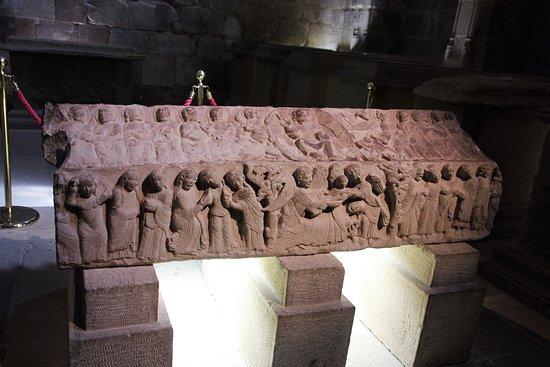 Monasterio de Santa Maria La Real: Totes Kind mit Engel auf der einen Seite, Herodes auf der anderen