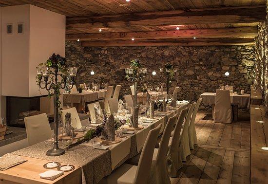 Brail, Zwitserland: festlich gedeckter Tisch
