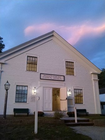Boothbay, ME: The Town Hall hosts lectures and concerts throughoout the year.