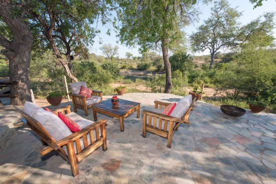 Balule Nature Reserve, Νότια Αφρική: shady terrace with view of the waterhole