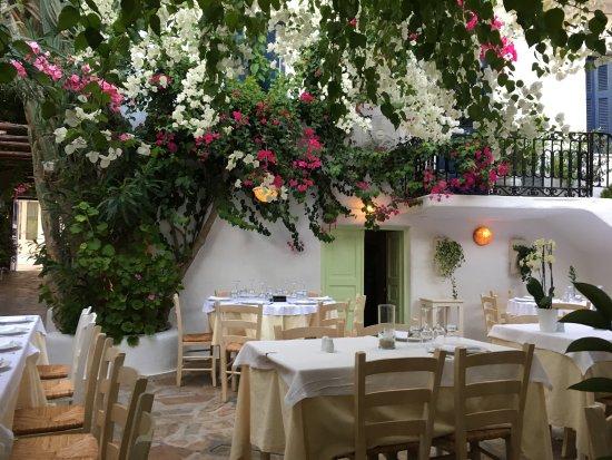 Avra Restaurant - Garden: photo0.jpg