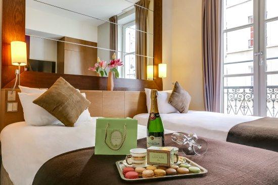Holiday Inn Paris Elysees: Chambre avec lits jumeaux