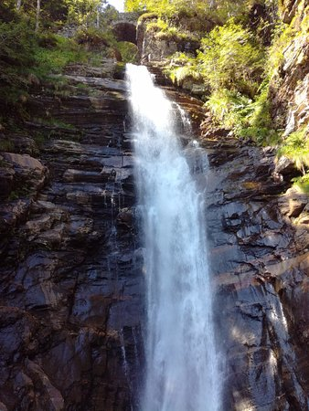 Bagnères-de-Luchon, France : cascade du milieu de parcours