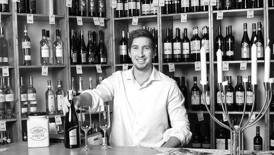 Trebic, Çek Cumhuriyeti: Vinný bar s více než 100 druhy italských vín, italské sýry, salámy. Velký výběr karibských rumů