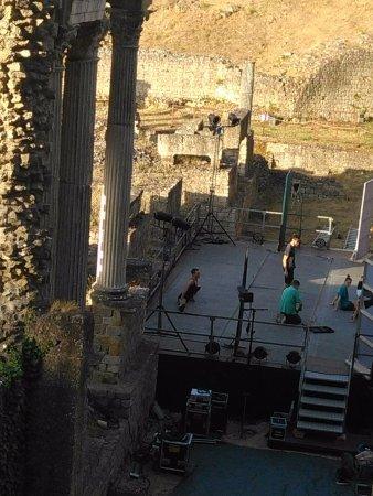 Volterra, Italia: Uno scorcio del colonnato