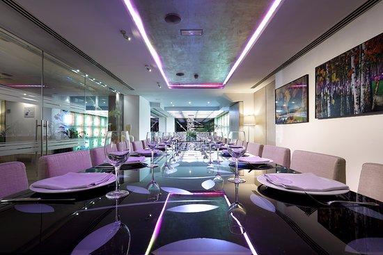 Mesa cristal fotograf a de restaurante galatea oviedo for Mesa cristal oca