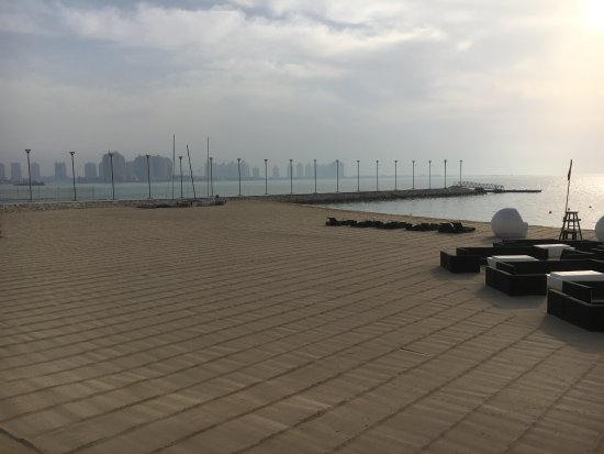 فندق سان ريجيس الدوحة: Private beach area