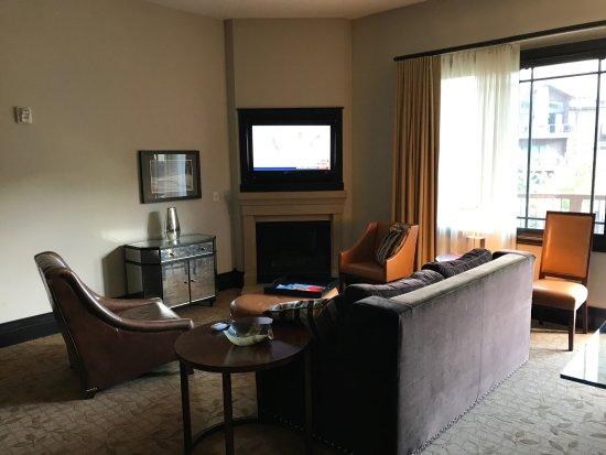 Waldorf Astoria Park City : living room
