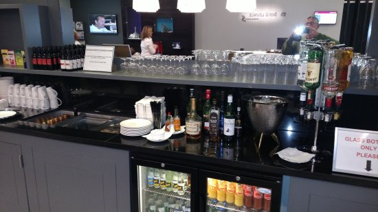 Shannon, Irland: Wonderful Airport with great American Airlines. Lounge.Friendly staff.