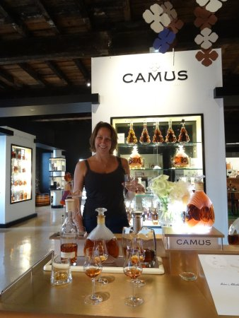 Cognac, France: Tasting in the shop