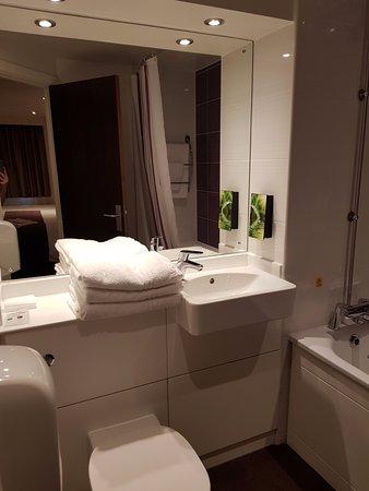 Slough, UK: Bathroom