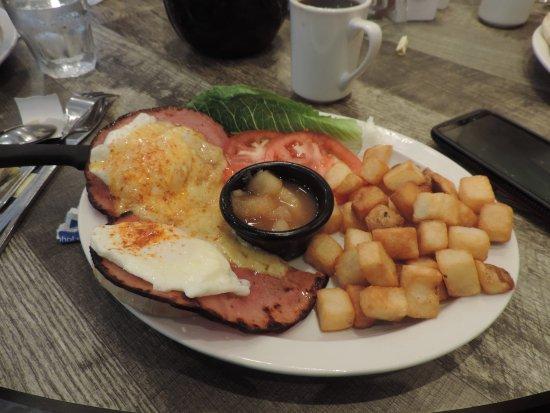 Loveland, OH: eggs benedict