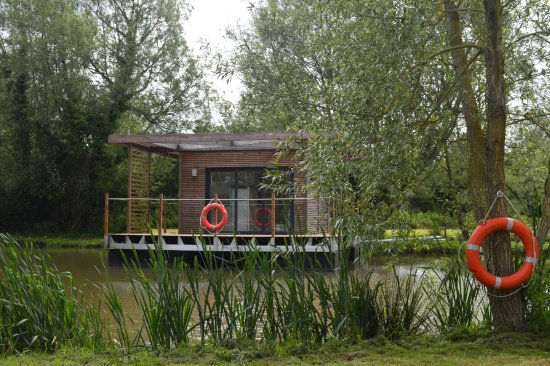 Dilton Marsh, UK: Our floating lodge, the first of it's kind in the UK