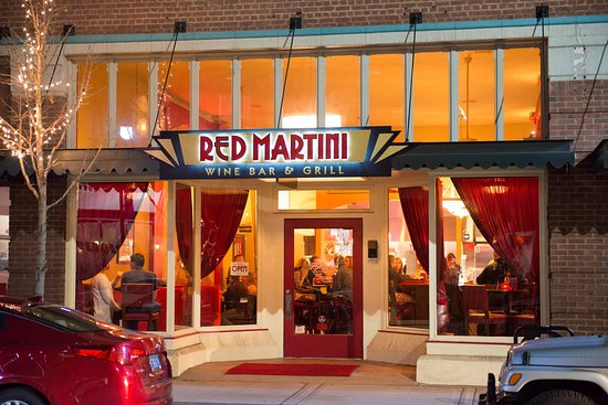 Redmond, OR: Red Martini welcomes you to a lovely evening of appetizers, dinner & cocktails!