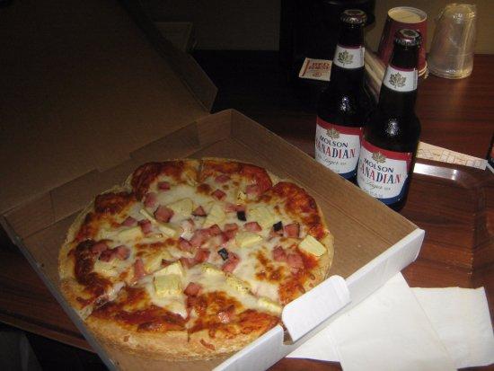 Medicine Hat, Canadá: Resort pizza special