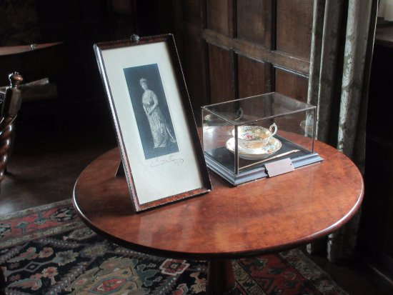 Lapworth, UK : Queen Mary's photo and cup and saucer
