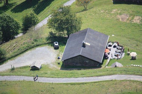 Flumet, Frankrike: Vue aérienne de la ferme