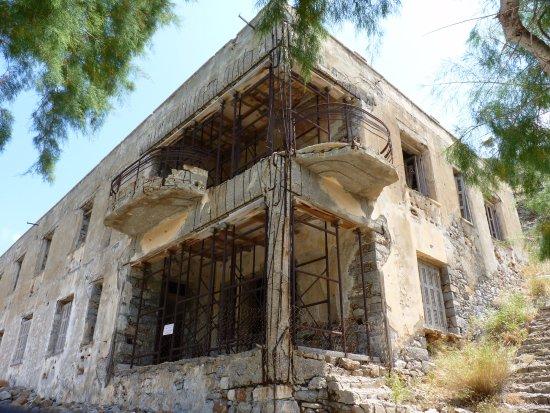 เอเลาน์ดา, กรีซ: Un bâtiment consolidé ... en attente !