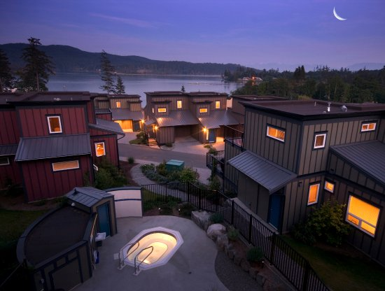 Sooke Harbour Resort and Marina: Exterior Night Shot