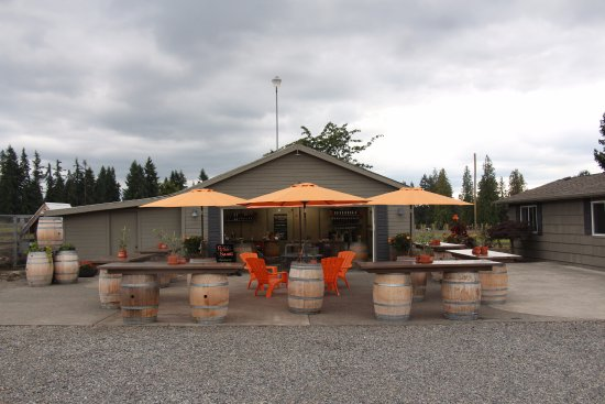 Buckley, WA: Farm Shed Wines