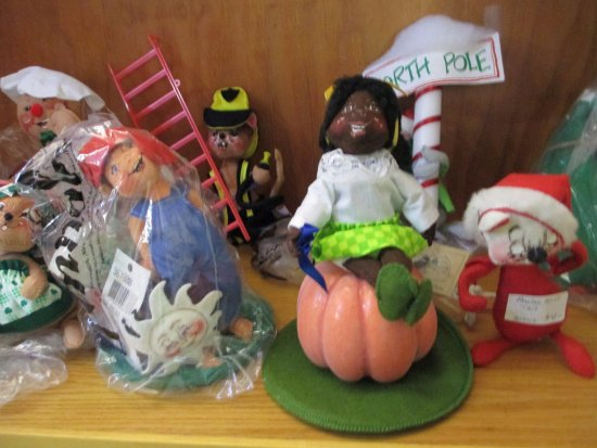 Greenville, NH: Anna Lee Christmas and Halloween