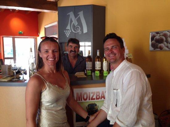 Тремола, Франция: Thomas and his wife enjoying a tasting at Monbazillac wines