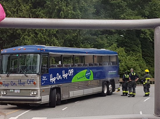 Burnaby, Canada : Bus breaking down.