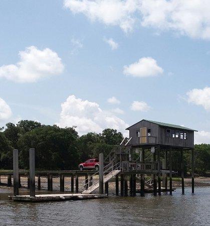 Fernandina Beach, فلوريدا: a Carnegie descendant's dock in use